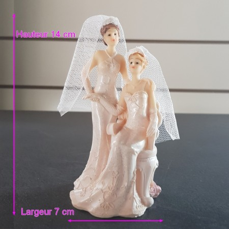 Figurine Couple of Brides Women in seated dress, Resin, 14 x 7 cm, wedding piece mounted